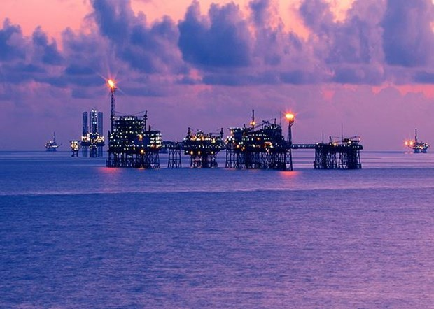 Oil and gas sector helps balance State budget hinh anh 1