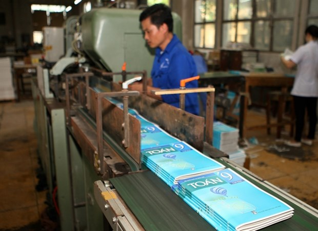 Enough textbooks for new school curriculum: education ministry hinh anh 1