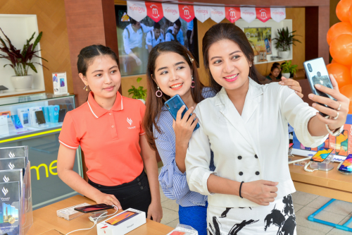 VinGroup's smartphone rolled out in Myanmar hinh anh 1