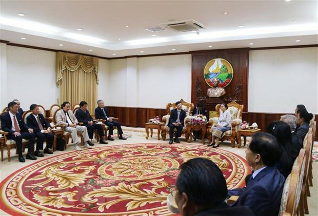 Vietnamese officials visit Laos to strengthen ties hinh anh 1