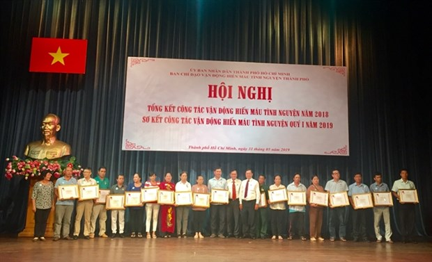 Outstanding blood donors honoured in HCM City hinh anh 1