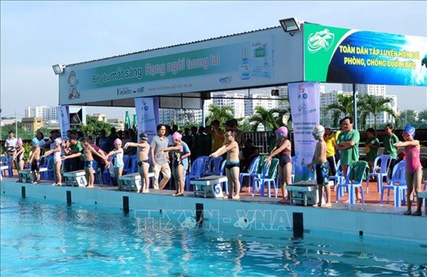 Ho Chi Minh City intensifies swimming practices against drowning hinh anh 1