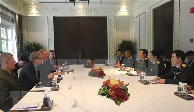 Defence Minister holds bilateral meetings on Shangri-La Dialogue sidelines hinh anh 1