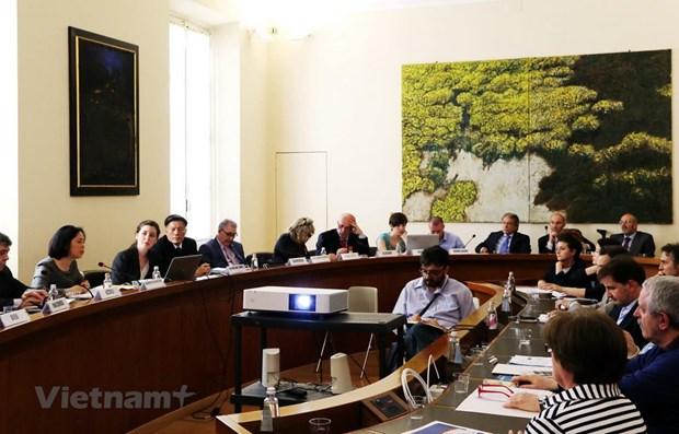 Economic, trade promotion seminars held in Italian cities hinh anh 1