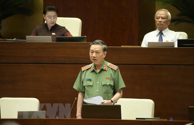 Minister responds to drug, sex abuse, traffic crime questions hinh anh 1