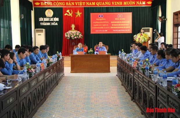 Vietnamese, Lao provinces boost trade union links hinh anh 1