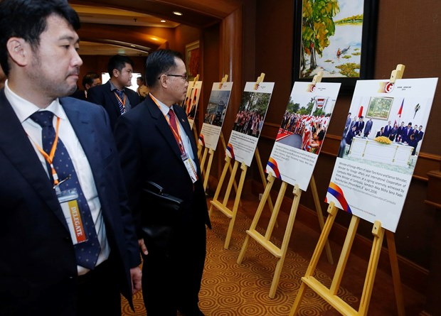 Photo exhibition highlights ASEAN-Japan relations hinh anh 1