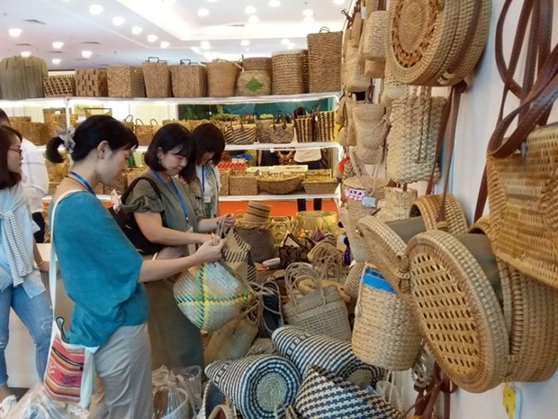 Fine art and handicraft exports surge in five months hinh anh 1