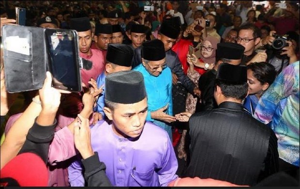 Malaysia: Thousands flock to state MB's residence for Islamic festival hinh anh 1