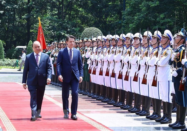 PM affirms importance of partnership with Italy during talks hinh anh 1