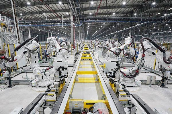Auto industry develops but local part supply still low hinh anh 1