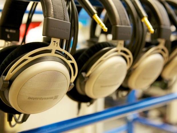 Electronic headphone factory built in Binh Duong hinh anh 1