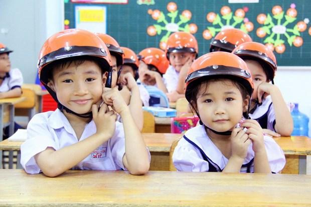 Programme encourages children in Yen Bai to wear helmets hinh anh 1