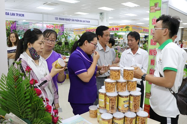 Mekong Delta's first one commune-one product fair opens hinh anh 1