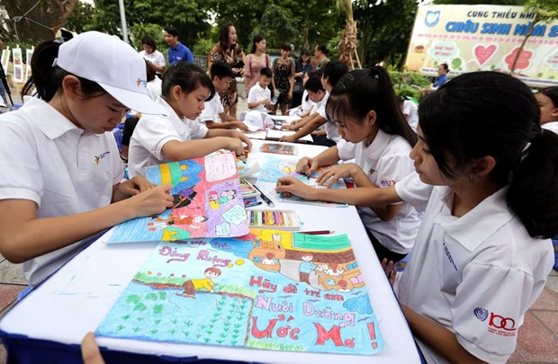 Hanoi forum looks to end child labour hinh anh 1