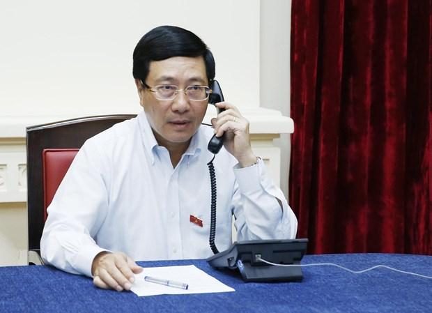 Deputy PM, FM Minh holds telephone talks with Singaporean FM hinh anh 1