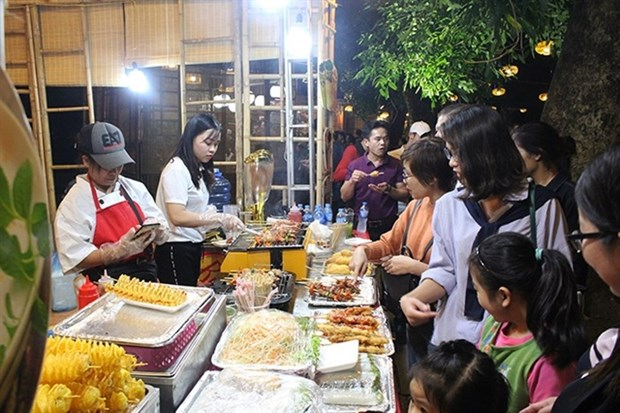 Festival introduces famous specialities from all three regions hinh anh 1