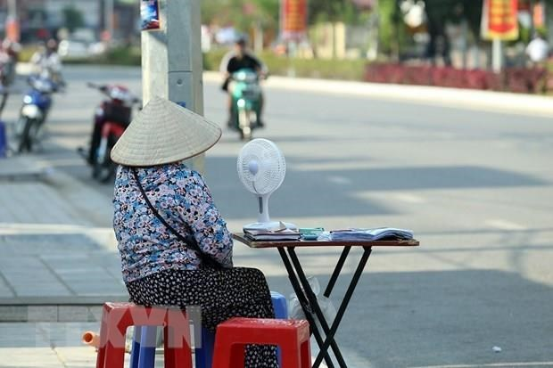 Heat wave continues in northern, central regions hinh anh 1