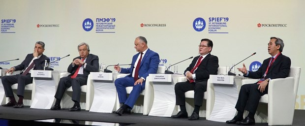 Vietnam joins economic discussions at St. Petersburg forum hinh anh 1