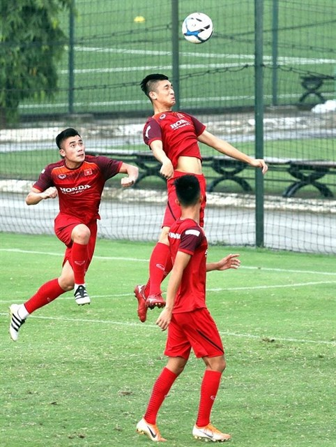 Vietnam, Myanmar in friendly warm-up for SEA Games hinh anh 1