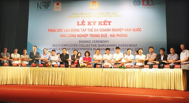 Korean firms in Hai Phong sign collective bargaining agreement hinh anh 1