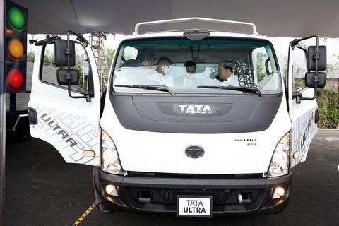 Tata Motors brings truck range to Vietnam hinh anh 1
