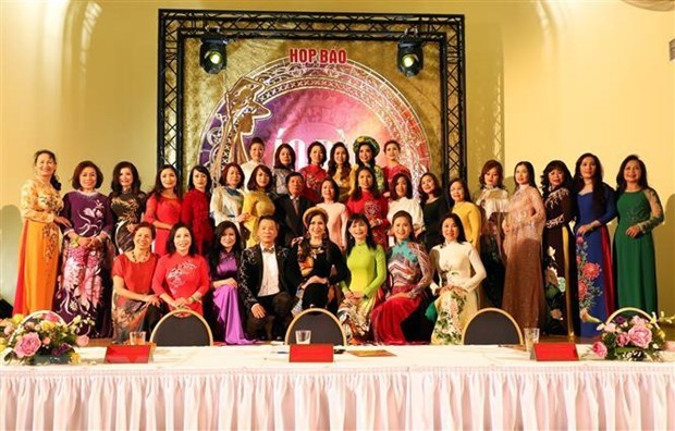Second Ao dai pageant for diplomats' spouses in May 2020 hinh anh 1