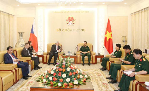 Vietnam, Czech Republic to facilitate partnership in defence industry hinh anh 1