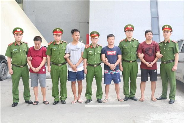 Vietnam hands over four wanted suspects to China hinh anh 1