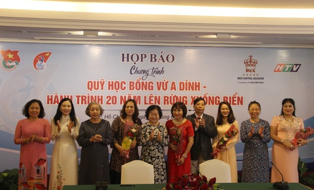 Enterprises, scholarship fund jointly support ethnic minority students hinh anh 1
