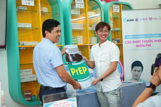 HCM City provides free HIV exposure prevention medicine to community hinh anh 1