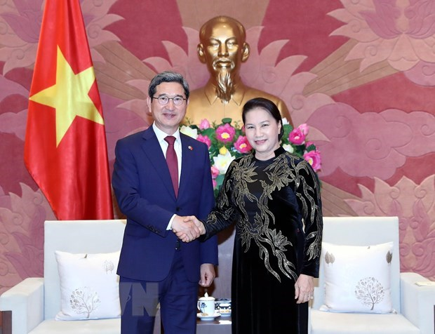 Vietnam ready to talk partnership elevation with RoK: top legislator hinh anh 1