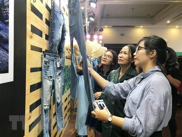 Fourth denims & jeans show opens in HCM City hinh anh 1