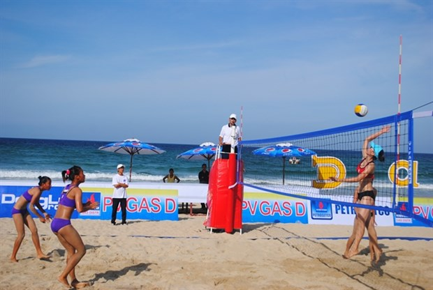 Central coastal village to host int'l women's beach volleyball hinh anh 1