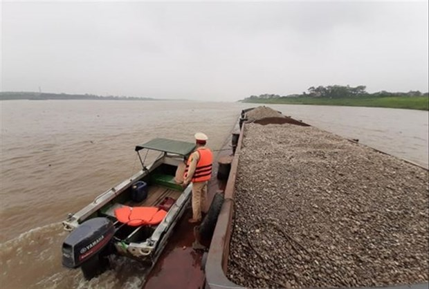 Hanoi struggles to tackle illegal sand mining hinh anh 1