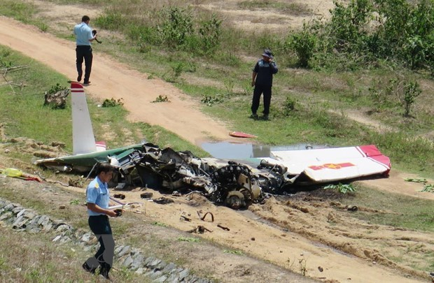 Military training aircraft crashes, two killed hinh anh 1