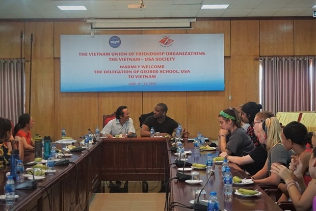 US school's delegation visits Vietnam hinh anh 1