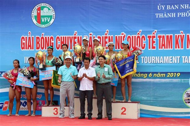 Tam Ky team triumphs at int'l women's beach volleyball tourney hinh anh 1