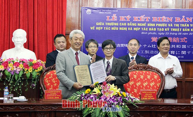 Japanese locality seeks partners in Binh Phuoc in wood making hinh anh 1