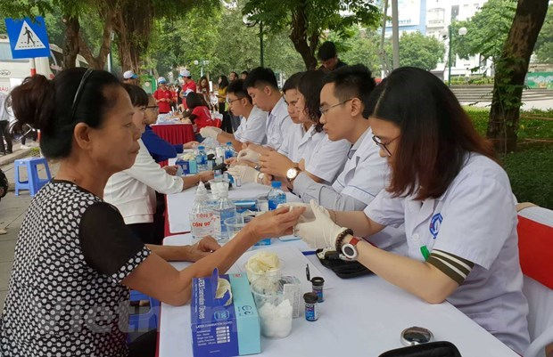 Project improves hypertension, diabetes treatment quality hinh anh 1