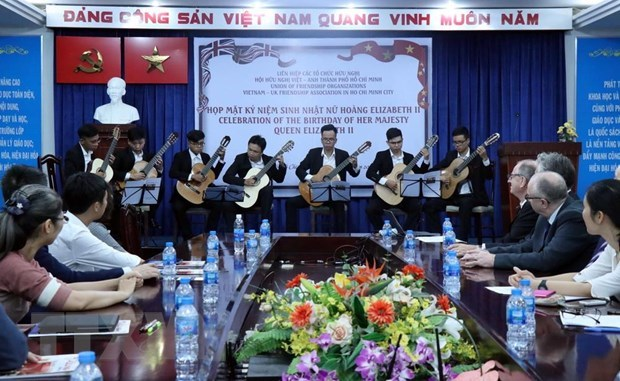 Get-together in HCM City marks 93rd birthday of UK Queen hinh anh 1