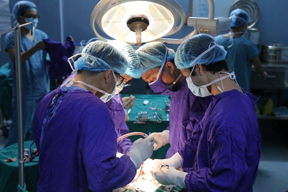 Military hospital conducts successfully 500th kidney transplant hinh anh 1