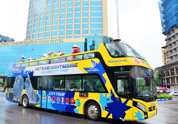 Quang Ninh launches double-decker buses for tourism hinh anh 1