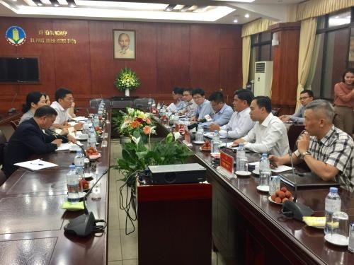 Vietnam, China discuss ways to promote agricultural product trading hinh anh 1