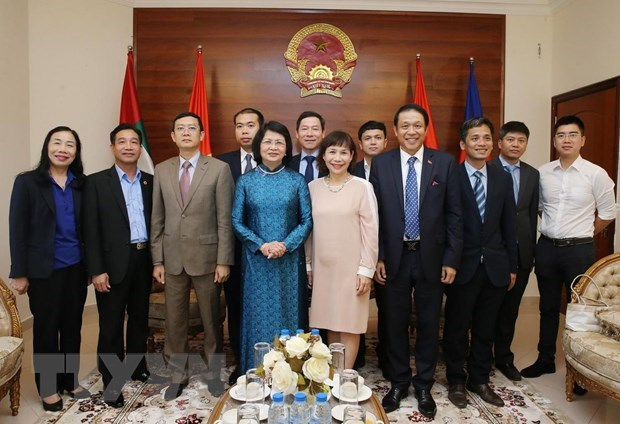 Vice President visits embassy in UAE, meets Nakheel & Limitless leaders hinh anh 1