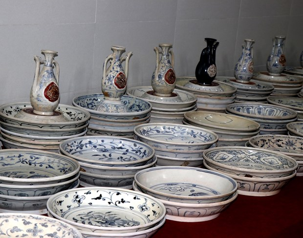 Treasures from ancient shipwrecks on display in Quang Ngai hinh anh 1