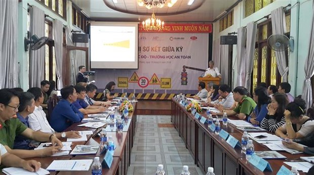 Project helps improve traffic safety in school zones hinh anh 1
