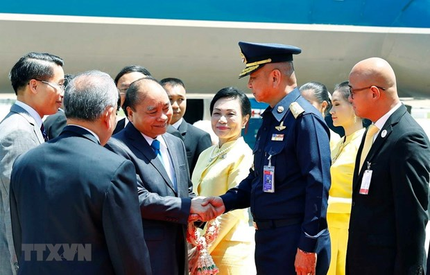 PM arrives in Thailand for 34th ASEAN Summit hinh anh 1