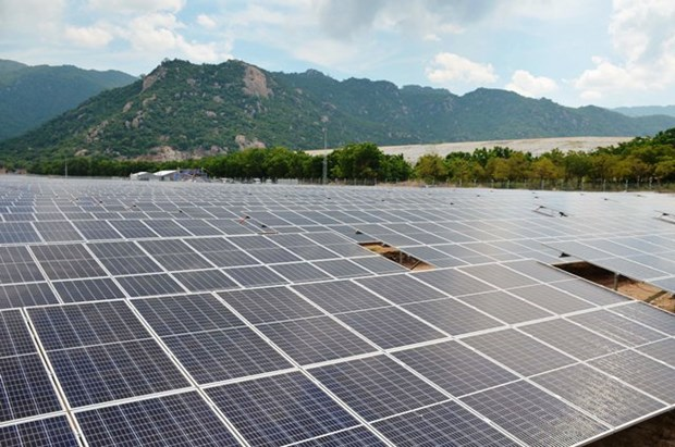 Another solar power plant generates electricity hinh anh 1