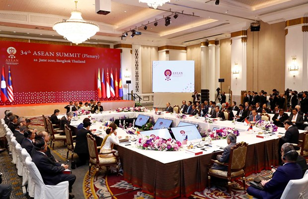 PM Nguyen Xuan Phuc attends plenum of 34th ASEAN Summit hinh anh 2